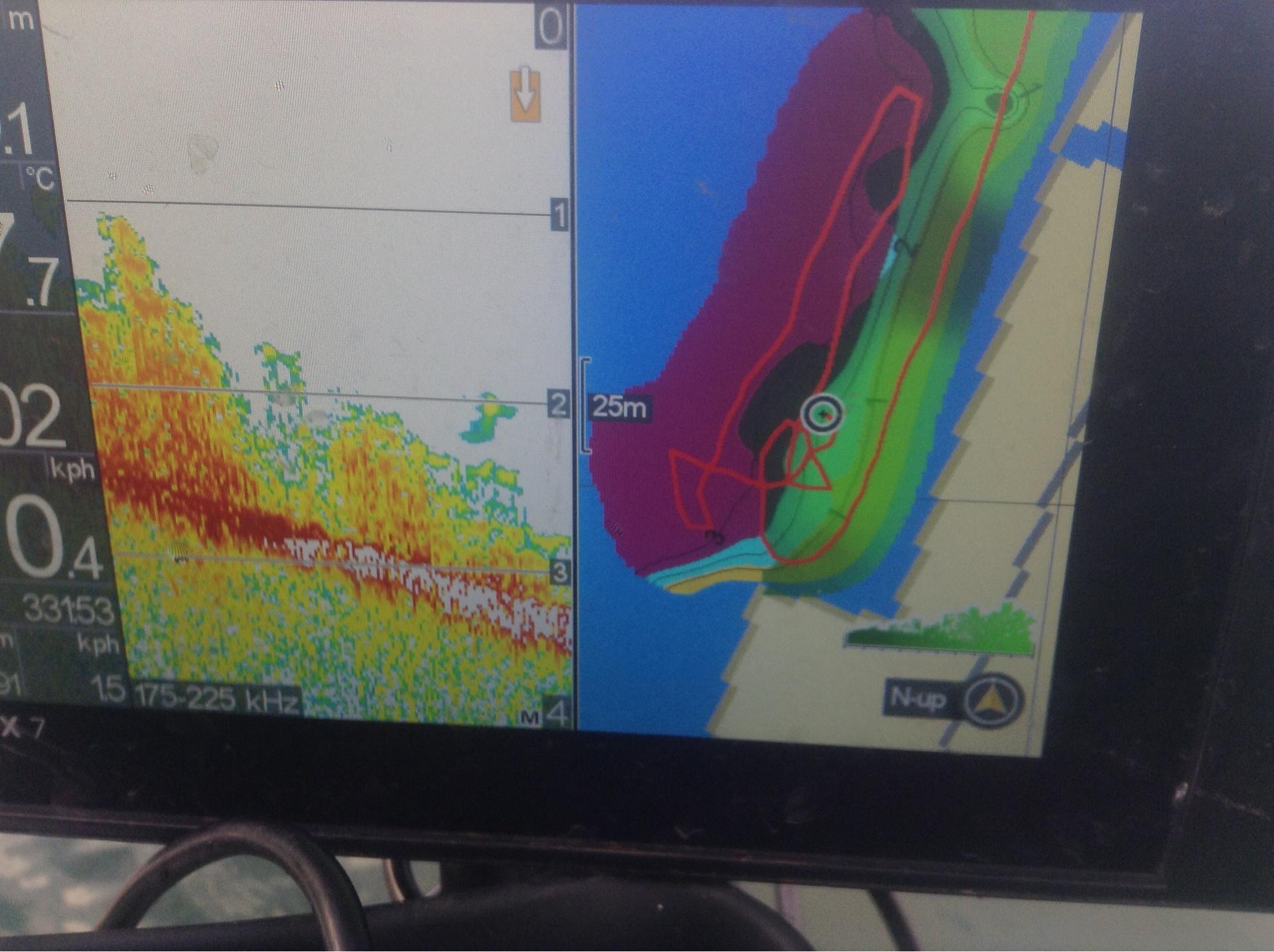 琵琶湖木の浜のウィードのブレイクラインを示す魚探画像
