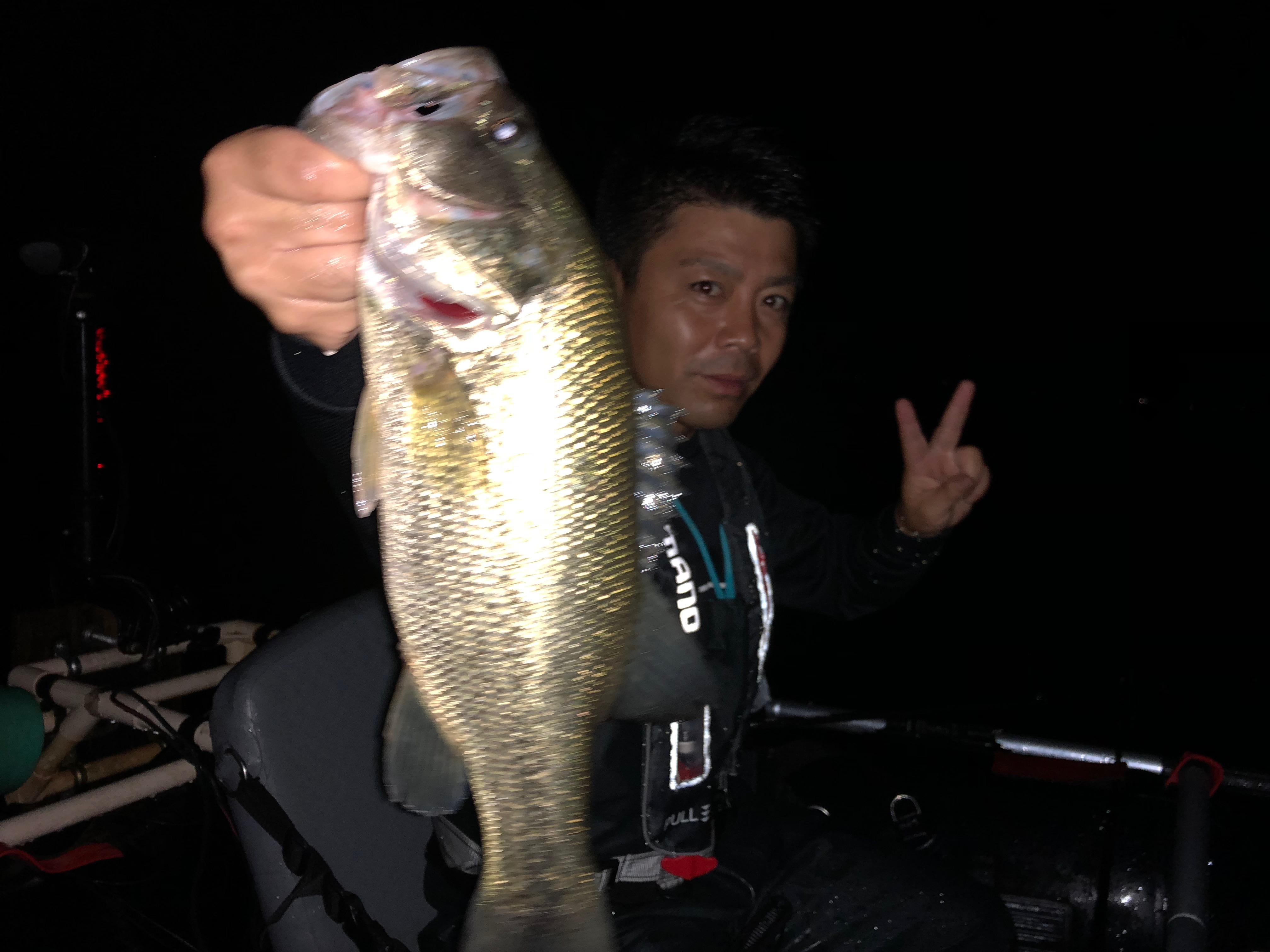 琵琶湖カネカ裏でチャターベイトを巻いて捕獲した40UPの画像