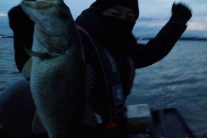 琵琶湖メガミキで捕獲冬デカバス